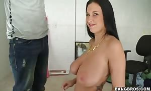 colossal chested Bella Blaze does tug job in close up